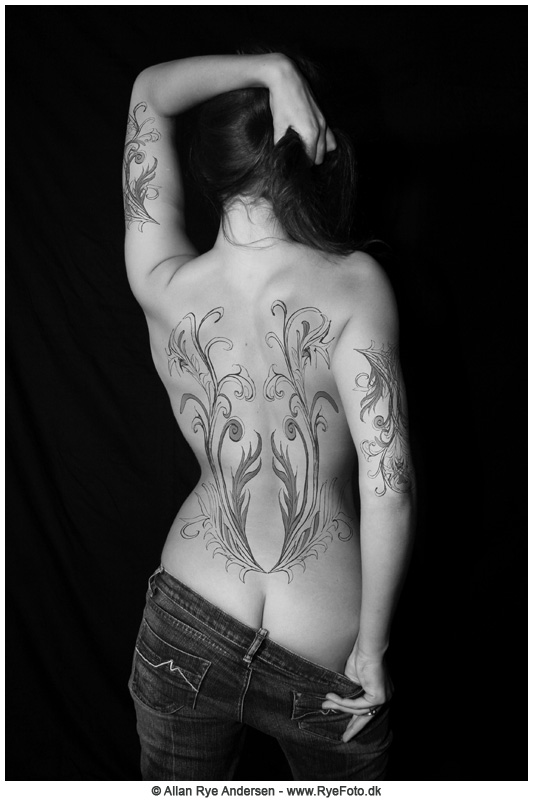Erotic art by Allan Rye Andersen - Woman with tattoo on back.