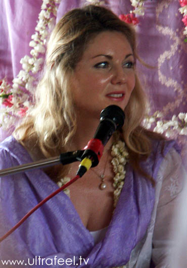 Miranda. Angel-like Guru and Satsang (Non-Duality) teacher in Tiruvannamalai.
