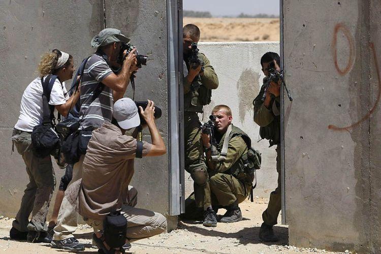 """Menahem Kahana's """"War Photography""""."""