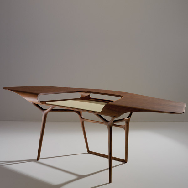 Computer design table Manta Desk by Noé Duchaufour Lawrance.