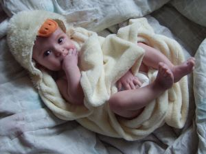 Baby boy after bath in towel. Junge nach dem bad in einem badetuch. (Sxc.hu)