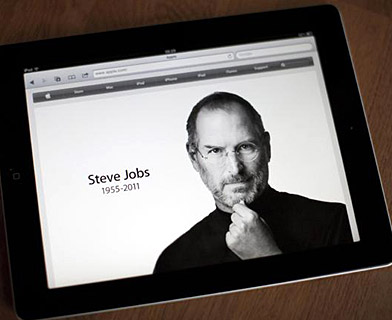Steve Jobs on his iPad