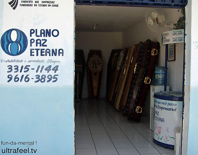 Paz Eterna: Coffins right next to the street...