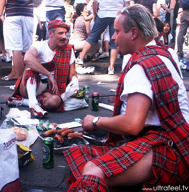 Streetparade 2008 - Scottish guys frying sausages...
