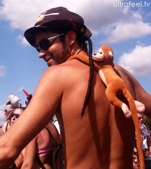 Streetparade 2008 - Guy with monkey on his back.